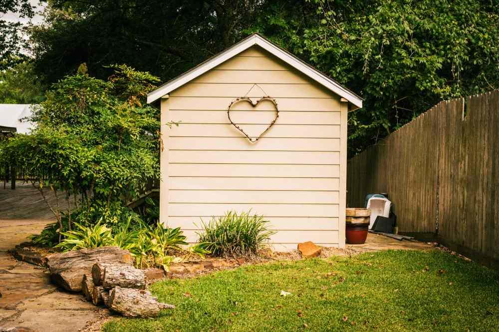 Seasonal Garden Maintenance Tips for Autumn
